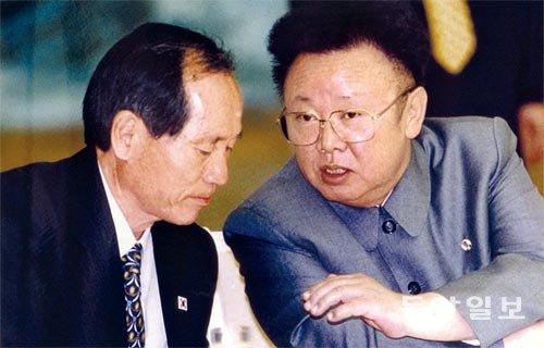 2000년 남북정상회담 추진위원장-박재규 통일부장관과 김정일.jpg