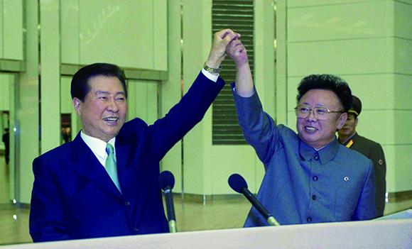 2000년_남북정상회담_합의문_발표 후 두 정상.jpg