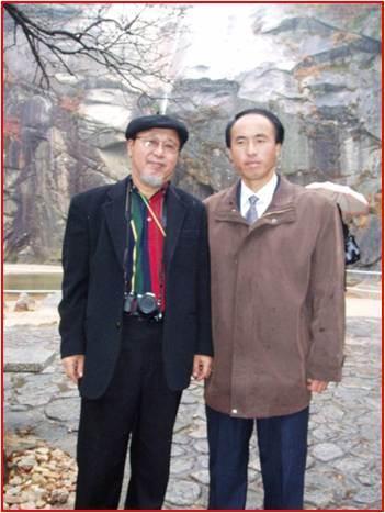 폭포-북한 천연기념물 제388호 개성 박연폭포(필자와 북한 보위부 직원)..jpg