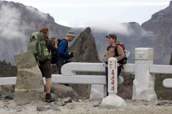 백두산-호주와 노르웨이 관광객 8월 18일 기념촬영.jpg
