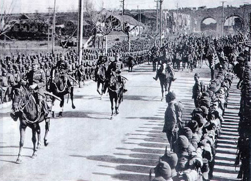 중국 난징대학살-1937년 12월 13일, 난징에 입성하는 일본군..jpg