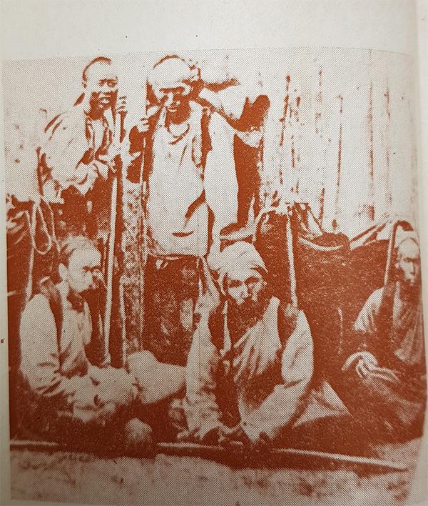 1860년대-블라디보스토크-신한촌-한인들의-모습-사진제공-정은상교수.jpg