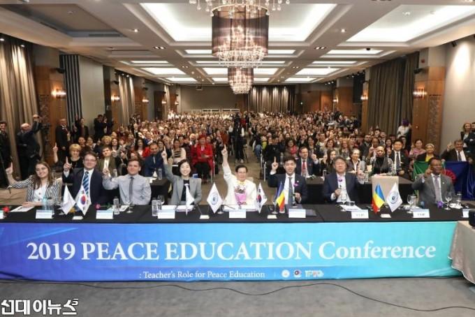 2일_루마니아_펜타곤_하우스에서_열린_HWPL_평화교육_컨퍼런스.JPG