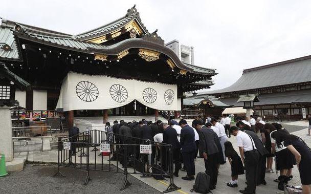 제74주년-종전-기념일-일본-도쿄시민들-야스쿠니-신사-참배.-2019.8.15.jpg