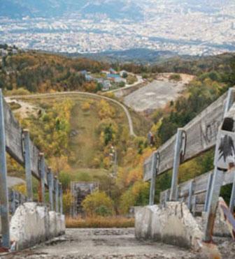 프랑스-그르노블(Grenoble)-동계올림픽(1968년)-오늘의-스키점프-타워.jpg