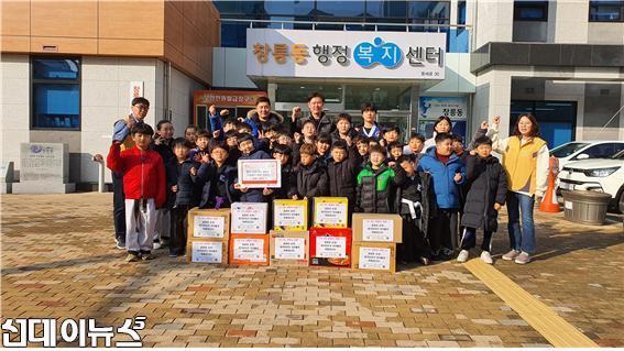 창릉동, 고사리손으로 모아온 라면 기증 1.jpg