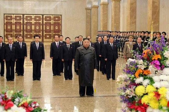북한-김정은-광명성절에-금수산태양궁전-참배-로동신문-2020.2.16.jpg