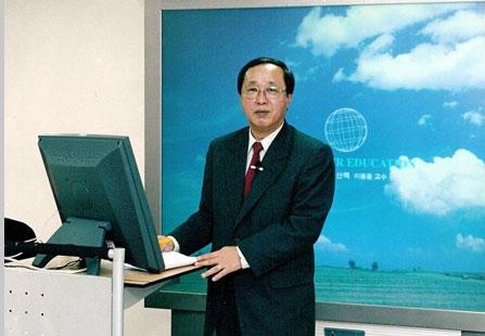 한국지역대학연합(RUCK)-강의-촬영-2006년.-경남대-극동문제연구소.jpg