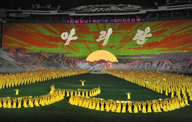 대집단체조와-예술공연-아리랑-필자-관람-평양.-2005.10.4.jpg