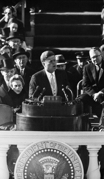 취임-연설하는-존-F.-케네디-1961년-1월-20일.-국회의사당.jpg