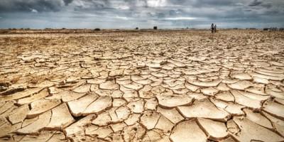 가뭄으로-갈라진-땅.-2015년-한반도.jpg