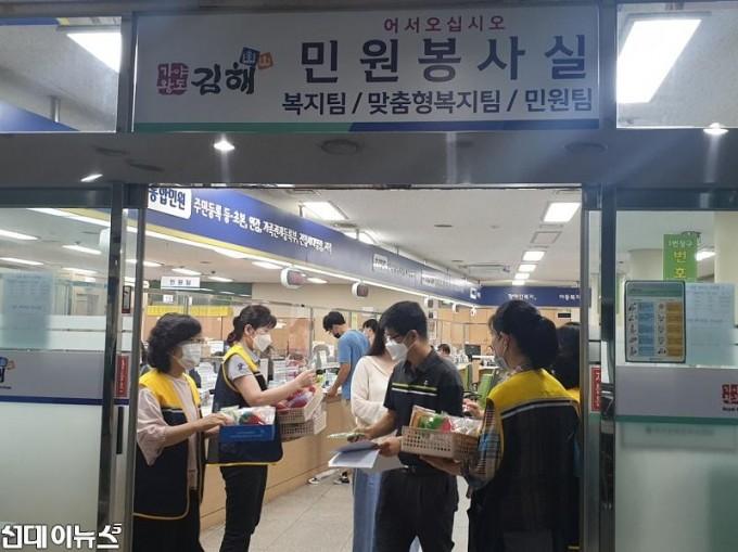 광복75주년 기념 친환경수세미 및 태극기 나눔행사.jpg