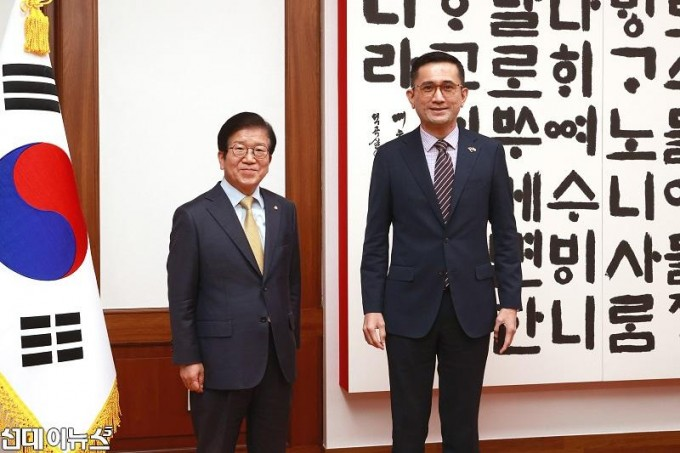 박병석 국회의장, 에릭 테오 주한싱가포르대사 예방받아11111.jpg