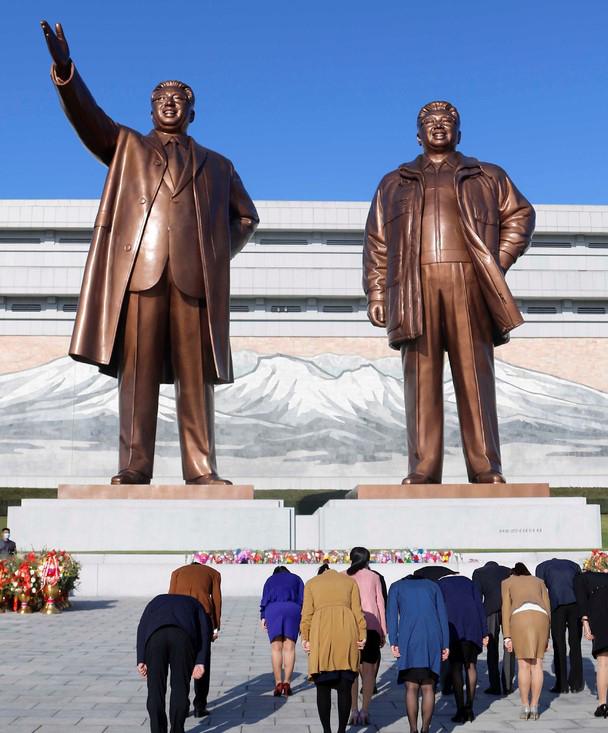 북한-조선로동당-창건-75주년-평양-만수대-참배-2020.10.12.jpg