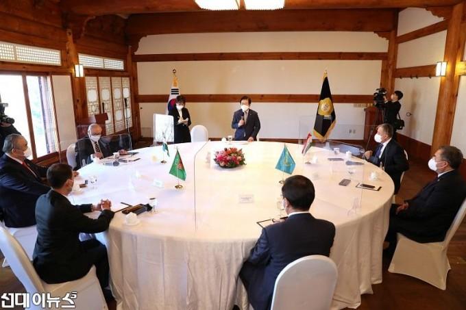 박병석 국회의장, 중앙아시아 외교장관 예방 받아  033333.jpg