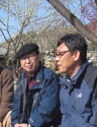 筆者에게-시집을-보네준-안삼현-詩人과-함께-광양에서-찍은-사진..jpg