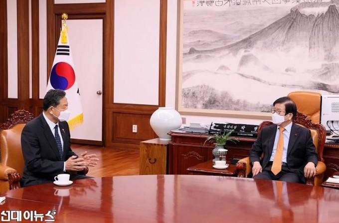 박병석 국회의장, 황기철 국가보훈처장 예방 받아22222222.jpg