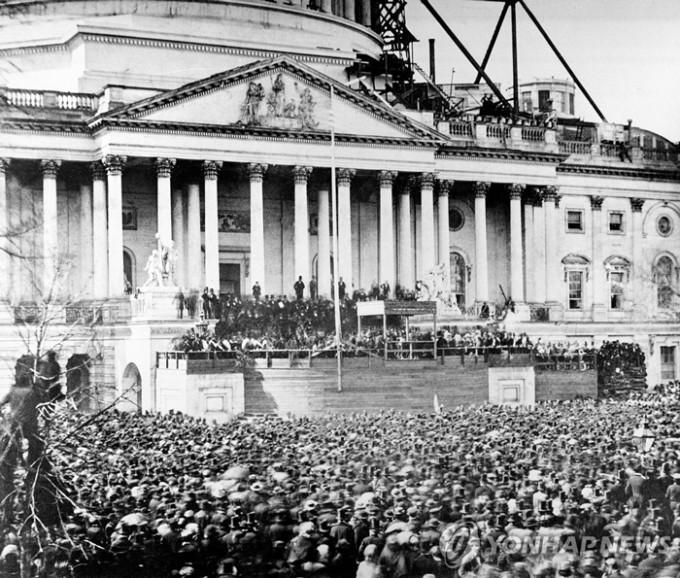 미국-링컨-대통령의-취임식-1861년.jpg