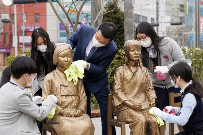 성북구 보도자료] 성북동 '한·중 평화의소녀상' 더 많은 시민과 만나기 위해 분수마루 광장 이전(20210302)1.JPG
