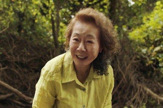 영화---미나리-–-배우-윤여정..jpg