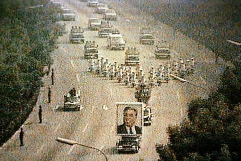 1994년-7월-19일-평양에서-거행된-김일성-장례행렬..jpg