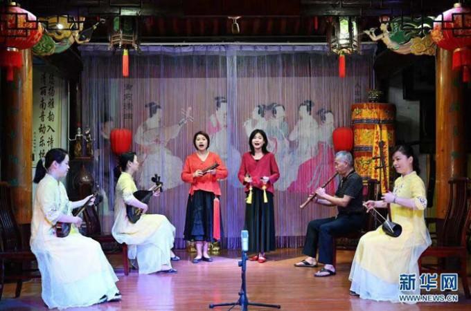 중국-취안저우-난인-南音-푸젠-남부-전통-음악-취안난인-전통교습소에서-공연.jpg