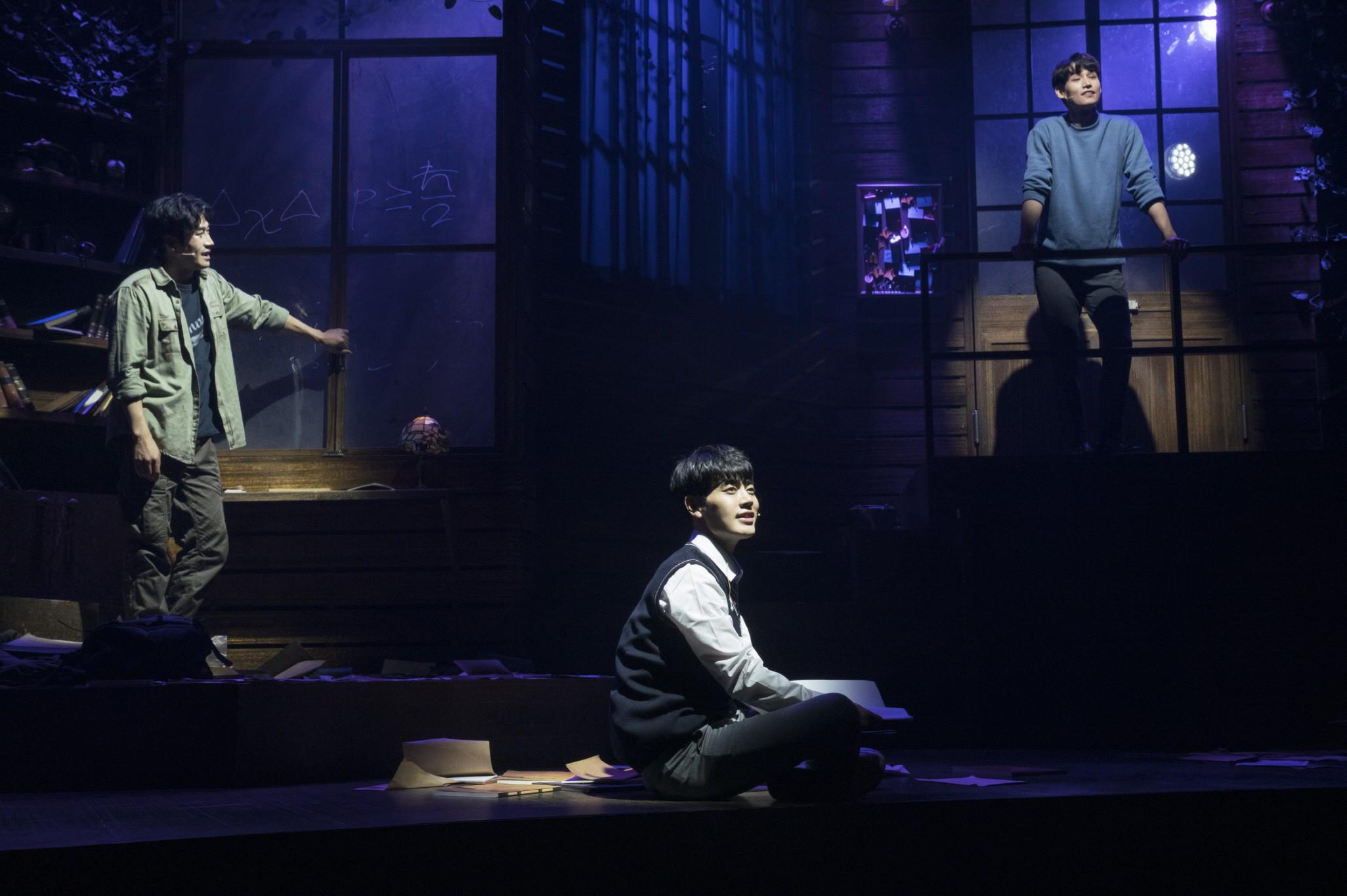뮤지컬 '더 모먼트' 뜨거운 호평 속 개막