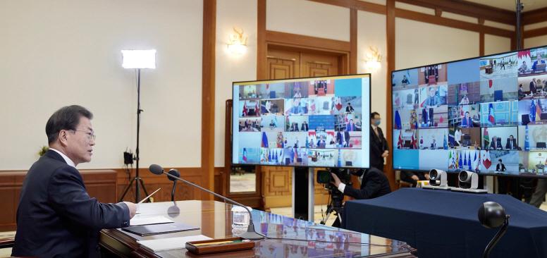 문재인 대통령 G20 특별 화상정상회의 참석...'코로나19' 공동선언문 발표