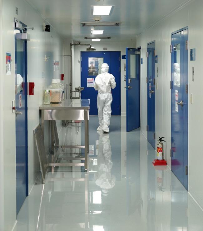 코로나19 백신 임상시험 시작되나… 후보물질 첫 식약처 '허가'
