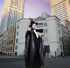부산 드림씨어터  앞에 나타난 '오페라의 유령'