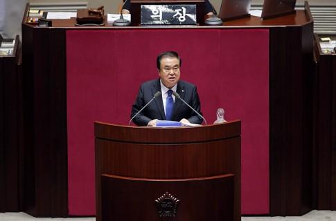 문희상 국회의장, 국립현충원 방문해 순국선열 참배