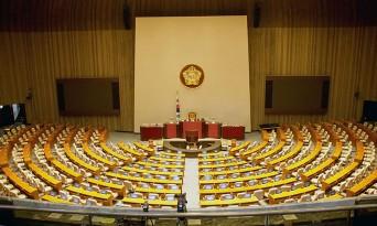 국회 덮친 코로나19…본회의 취소·24시간 폐쇄