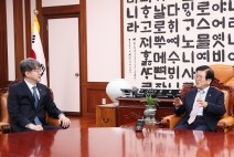"""박병석 국회의장, """"코로나19 유행에서 통계청이 많은 역할 해줘"""