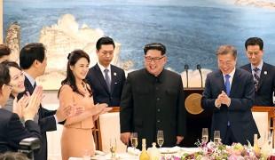 """남북 정상 만찬… """"자유롭게 오갈 수 있는 그 날을 위하여"""" 건배"""