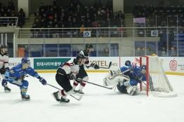 [아이스하키] '하이원', 치열한 몸싸움 끝에 '안양 한라'에 2-0 승리.