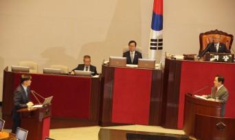 조국, 국회 대정부질문에 출석